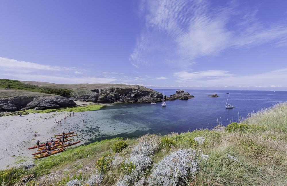 Kayakistes à la Pointe des poulains, à Belle-île-en-mer
